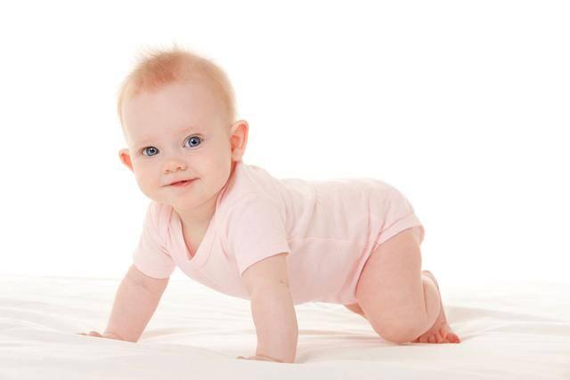 """夏日宝宝护理学问大,三个部位最好不要""""光"""",对娃伤害可不小"""