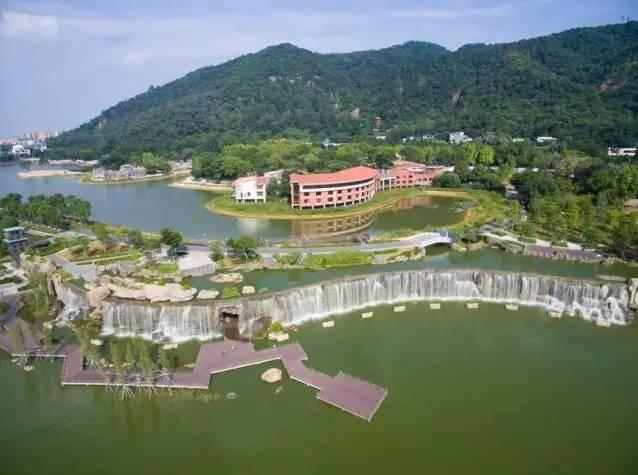 原创             广东西樵山下听音湖,如同镶嵌在城市的一块碧玉,堪称佛山的西湖