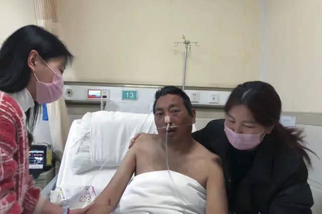 父亲突患重症ICU里急需用钱,女儿急了:谁能救我爸,我就嫁给谁