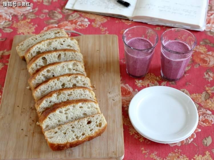 发糕@来一份纯正的西式早餐,这面包好似葱花卷,又像发糕,家有老外