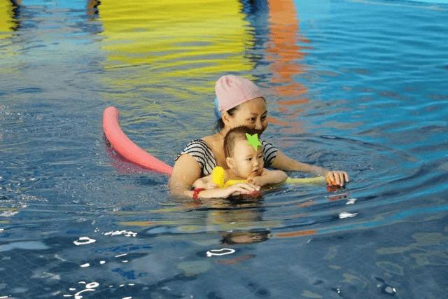 新生儿:避免小孩不适,新生儿频繁打嗝咋回事?谨慎的父母做好这几点