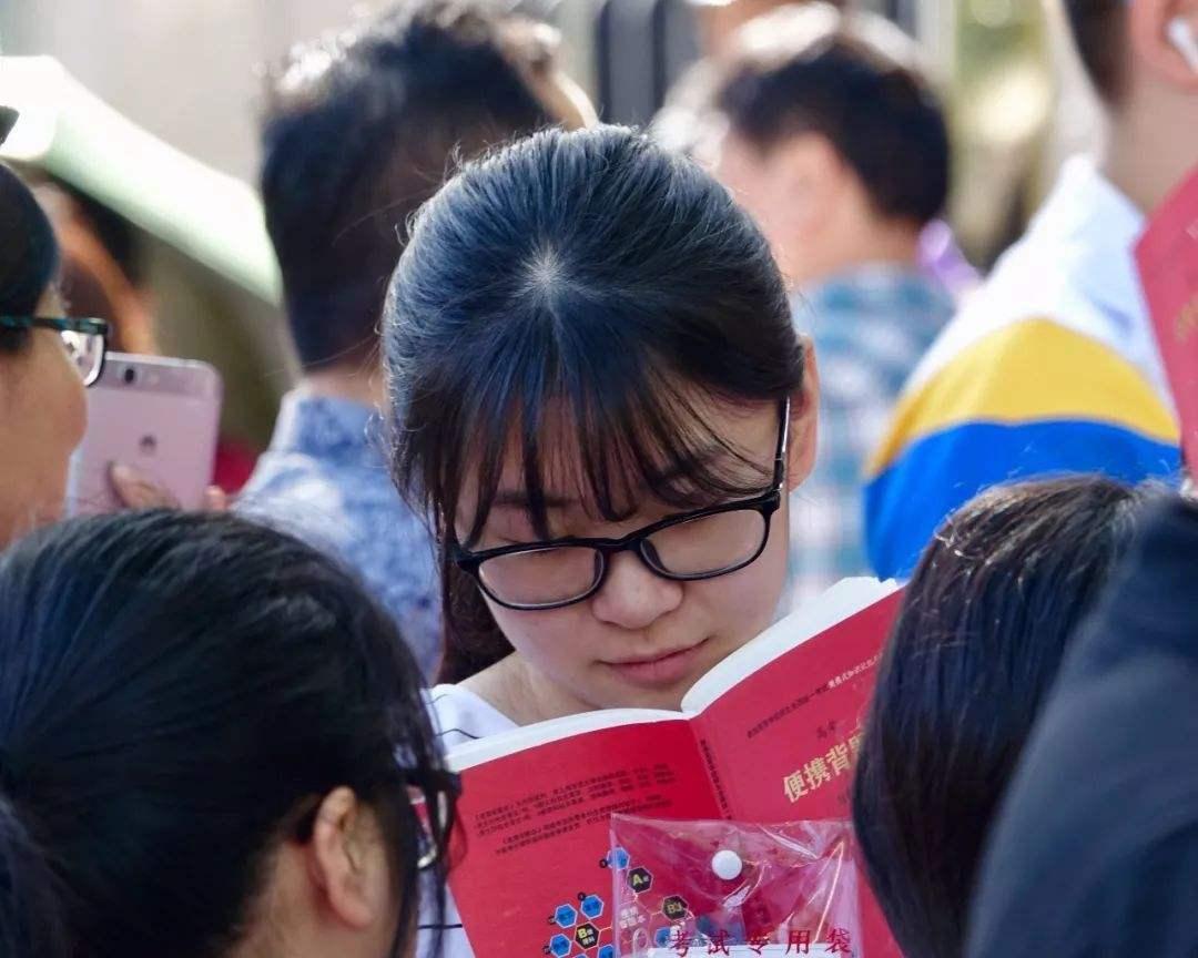 陕西臭名昭著的16所大学,每年都坑害学生,今年高考生要注意吴速玲整容