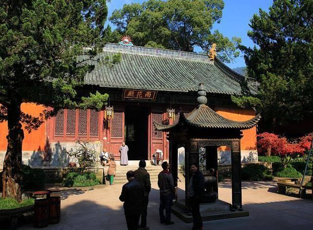 天台县寺庙景点的标杆,不仅门票免费,斋饭2元管饱住宿只需25元