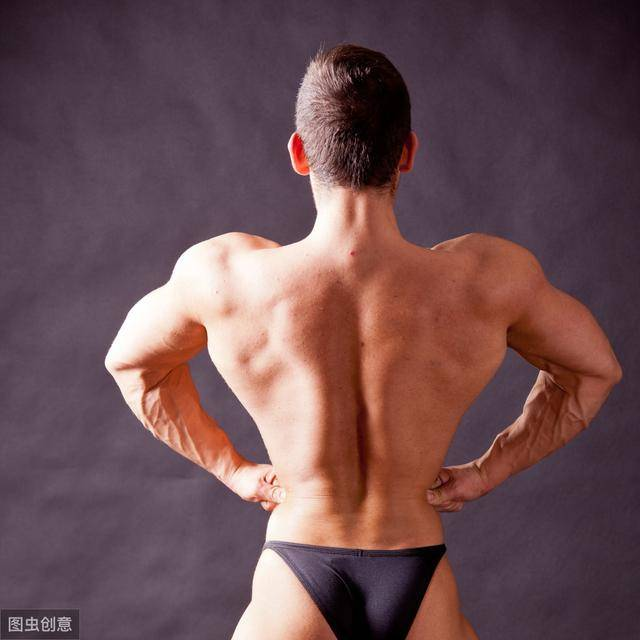 增加胸肌和手臂圍度,4組俯臥撐,全程下來讓你累到出汗