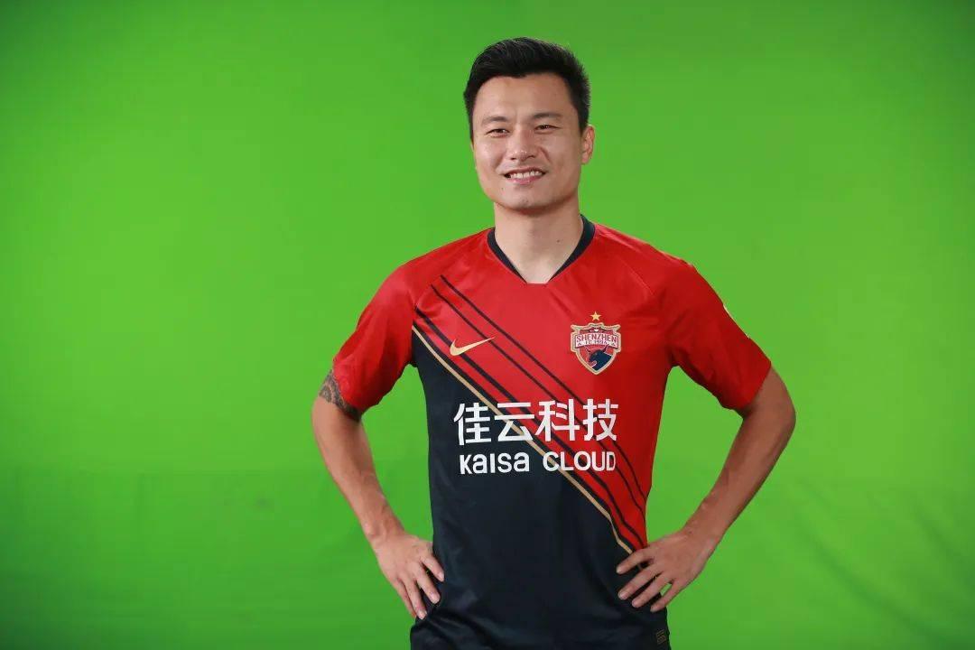 深圳佳兆业中超新赛季球衣发布,郜林+王永珀领衔,1环节十分暖心