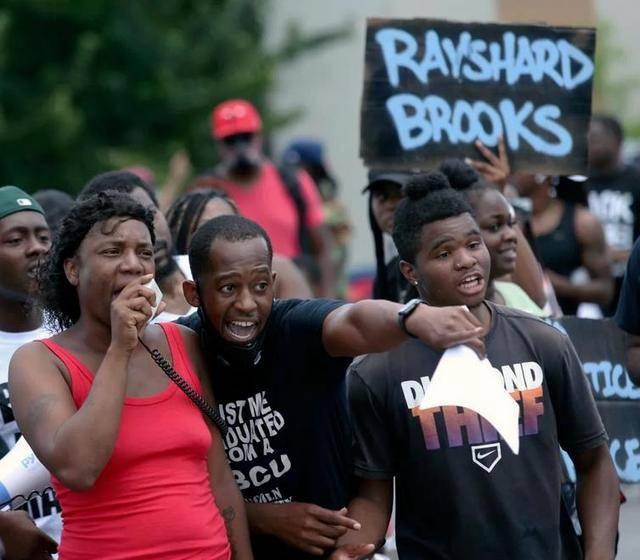 原创 弗洛伊德事件未消,美国又一名黑人遭警察枪杀,抗议冲突愈演愈烈