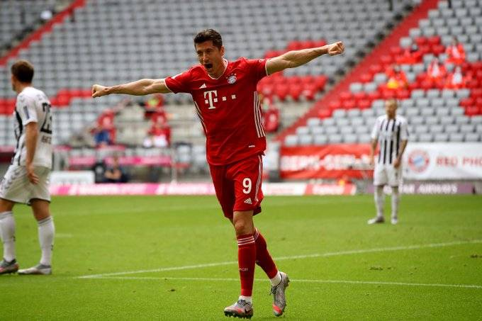 莱万加冕德甲第一外籍射手 德国足球先生非他莫属