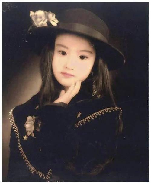 女明星的五岁萌娃照,谭松韵冻龄了