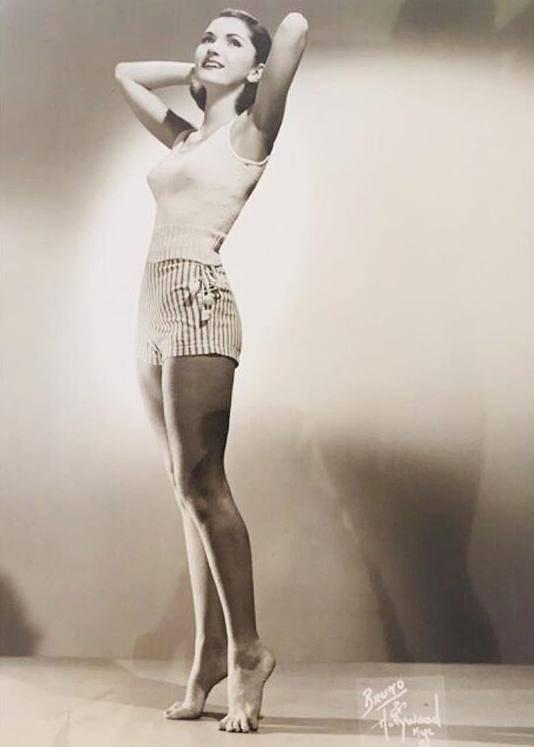 原创 美国97岁老太抱小鲜肉跳探戈!练瑜伽玩跳伞,身手矫健赛过年轻人