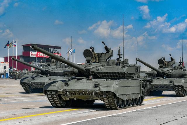 风光背后尴尬无限, 俄阅兵装备看起来种类繁多其实很心酸