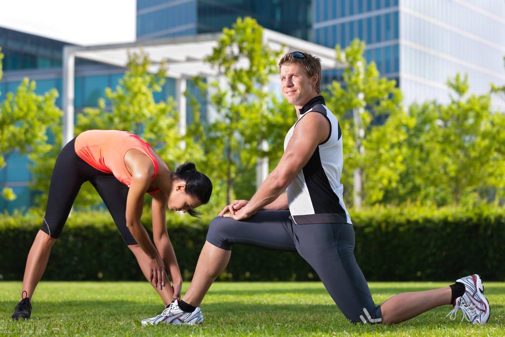 你能够摸到自己的脚尖吗?如何提高身体柔韧性? 减脂食谱 第1张