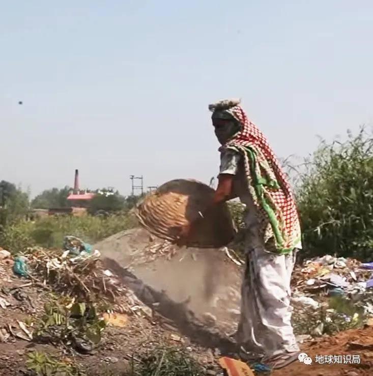 什么是印度捞粪工?