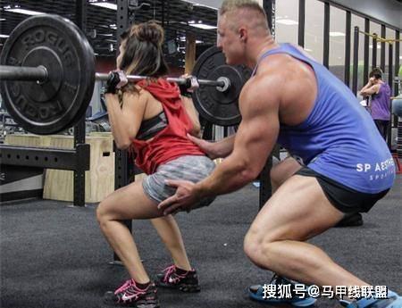 情侣一起健身8年,瘦小的身材变强壮了,魅力也大大提升! 动作教学 第6张