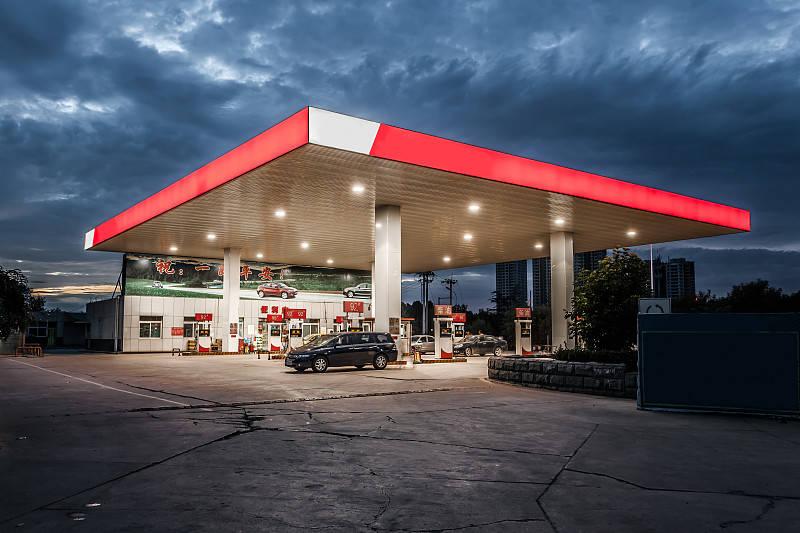 2020年国内成品油首次上调,加满一箱油多花4.5元