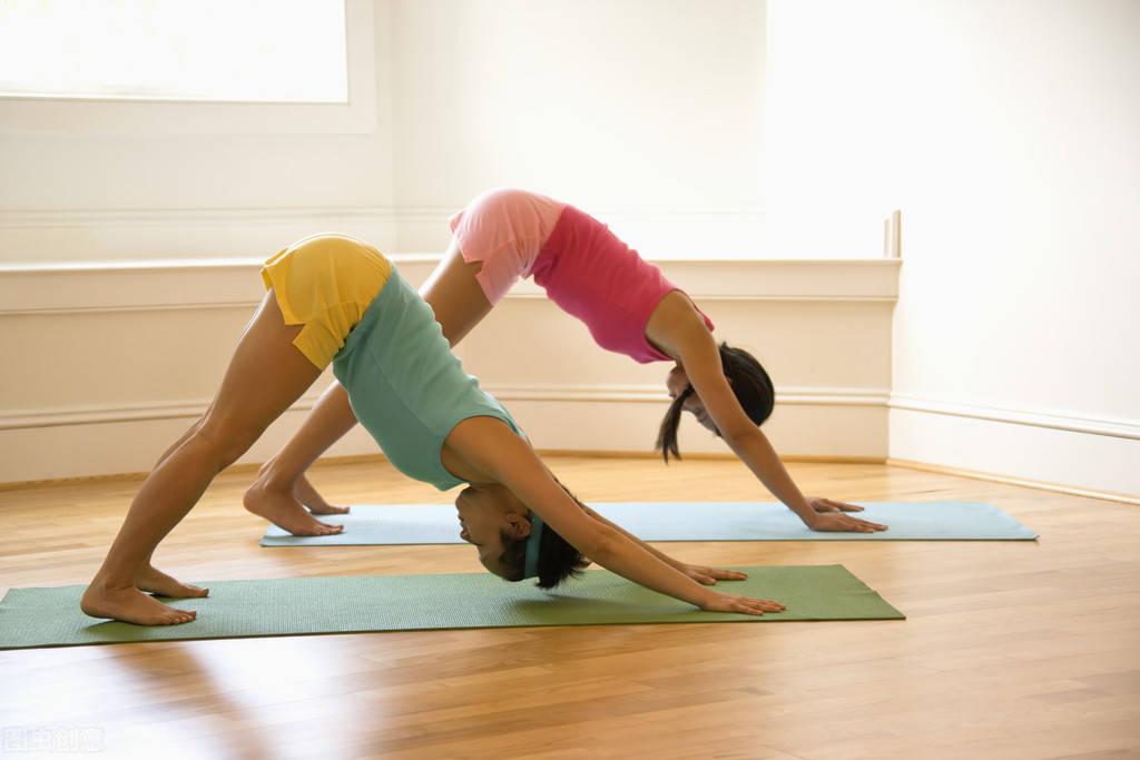 每天做这个动作5次,放松肌肉,提高身体灵活性 减脂食谱 第1张