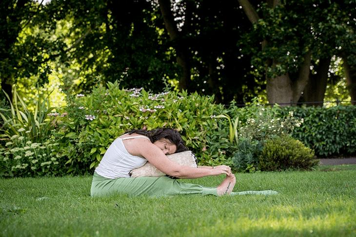学会这套阴瑜伽体式,助你舒缓身心提升气质,很适合女人练习_身体 知识百科 第6张