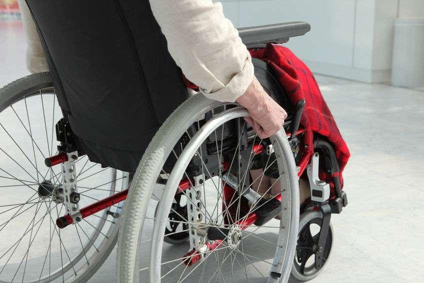 中风偏瘫患者下肢如何锻炼,4个运动学起来,早知道早好