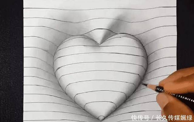 爱心美术老师在纸上手绘心形 网友们说很简单,看到成品后却愣住了