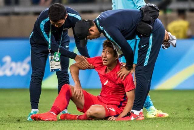 狠人!4名韩国球员为逃避兵役,狠下心故意弄伤了自己的手腕