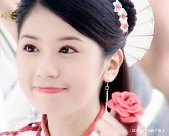 贾静雯28岁,曹颖28岁,赵丽颖28岁,统统输给她的28岁