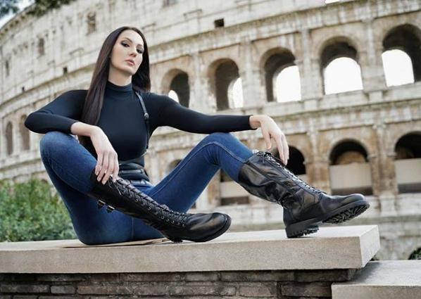 原创 俄罗斯美女腿长1米3!专爱穿细跟恨天高,结果32岁还没男人敢娶
