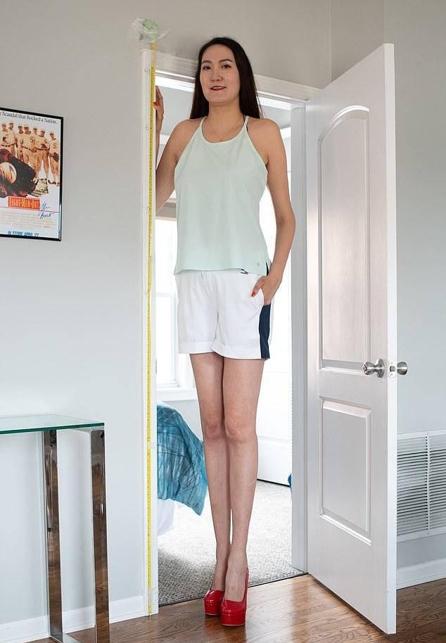 原创 蒙古女子有一双大长腿,普通人只能到她腰,住在美国却有很多烦恼