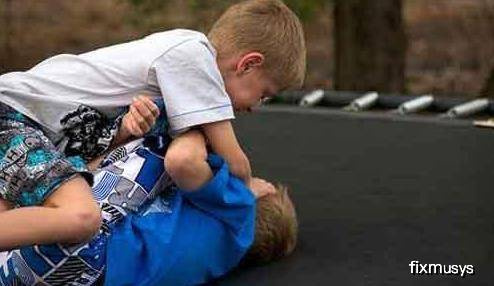 被嫌弃口臭的儿子不愿上学,到医院检查后,取出的东西令人反胃