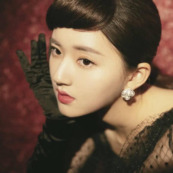 女明星cos赫本妆,杨幂老气赵丽颖灵动可爱,最惊艳的是她