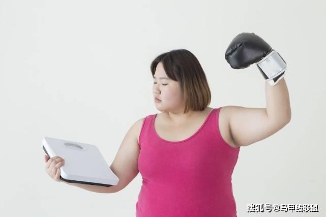 减肥期间,体重不下降就失败了?出现4个信号,身材正在瘦下来!