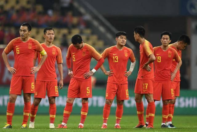 人狠话不多!中国球员被讽入行标准低,又一中国足球名宿发飙了