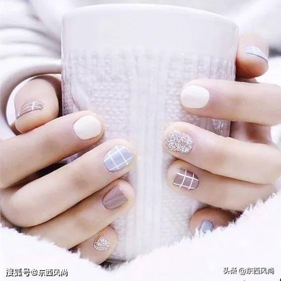 有个漂亮的美甲,不仅能提高指甲的气质,还能修饰手指更加漂亮