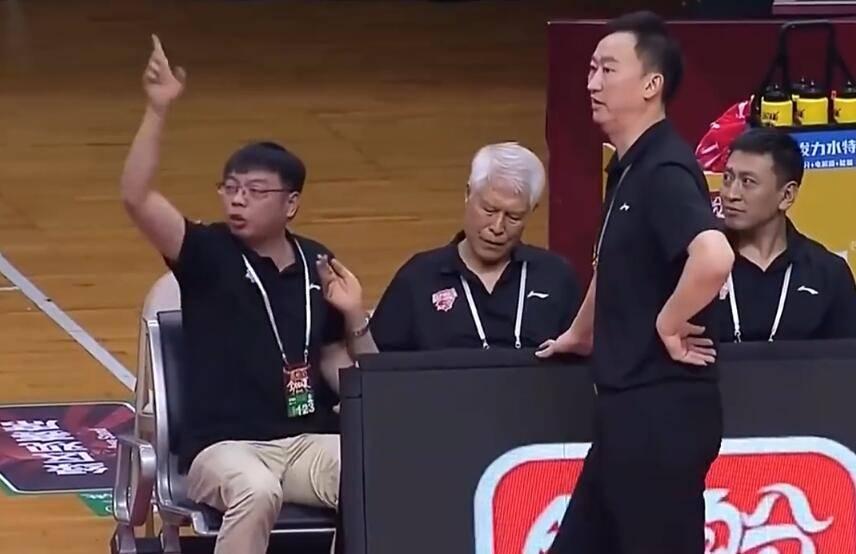 中国篮球被你们吹掉了!