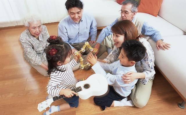 二胎家庭又添三个隐患,二十年后就显现,有个是父母年轻时闯的祸