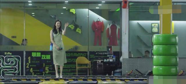 原创 《三十而已》许幻山出轨全世界都绿!顾佳生日穿绿裙用绿杯绿浴花