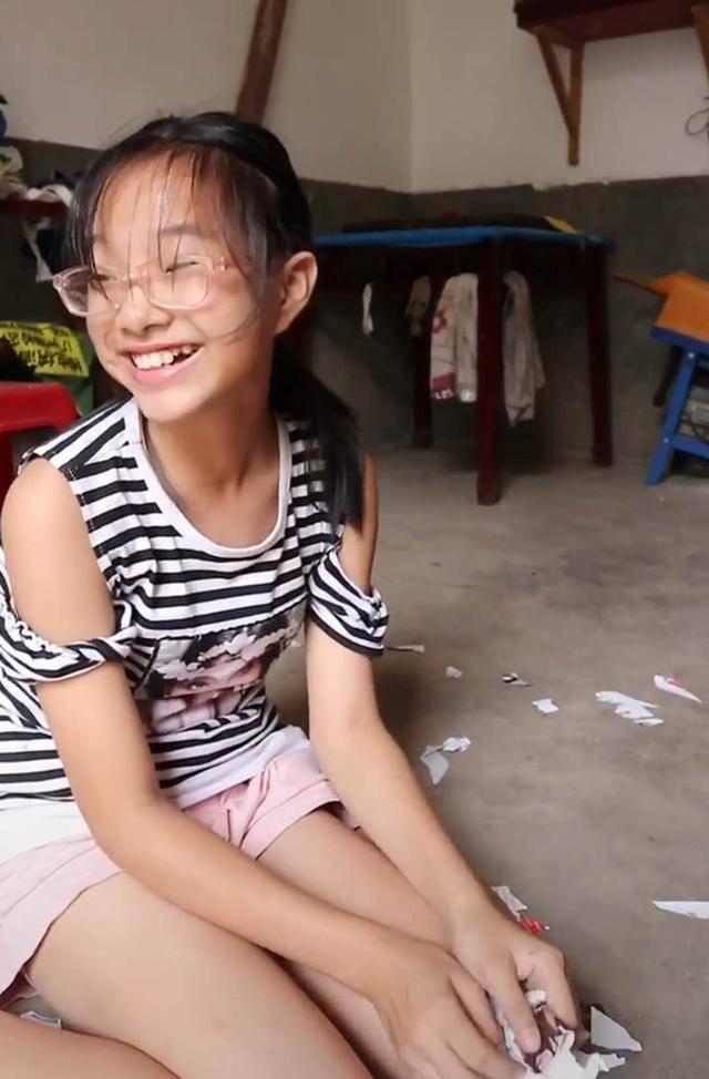 """女儿暑假作业被狗子撕碎,""""欣喜若狂""""的模样让妈妈不淡定,网友笑翻"""