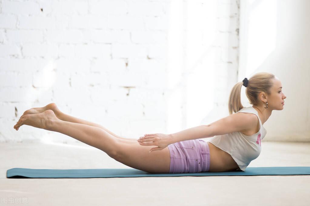 一个简单的高抬腿动作,坚持2个月,让身材暴瘦一圈