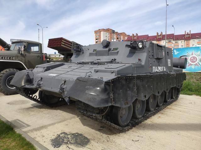 奇特战车被修复,无炮无枪,曾是领导人逃生车,在核爆中立下功勋