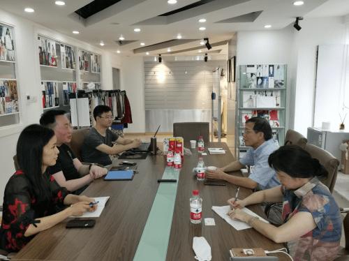 聚焦企业 服务成长——张连成总裁率团访问程凯实业公司