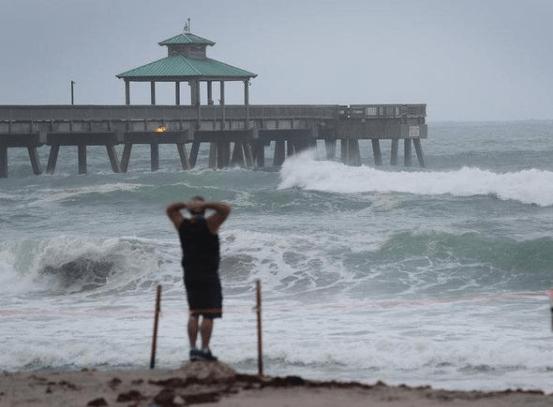 祸不单行!一场灾难正加速逼近美国,东部各州居民紧急逃离家园