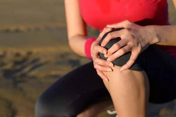 <b>挺直背部,使重心不会过早前移,以消除膝盖臀部的压力 新凯越新车那些习惯伤车</b>