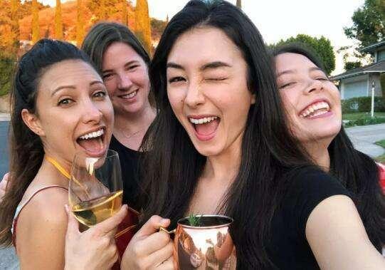 世界上的外籍華人分為兩種,一種無法選擇,另一種則貪圖安逸