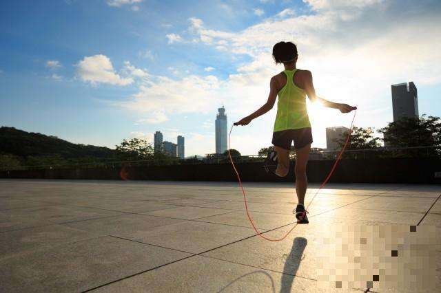跳绳有什么好处?每天坚持10分钟,过不了多久,身上会收获5个好处