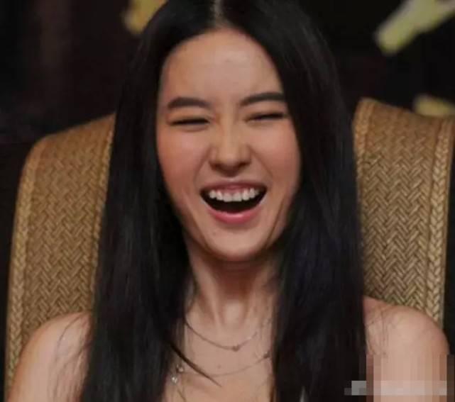 女神刘亦菲笑起来就够丑了,没有想到鞠婧祎,笑起来更加夸张
