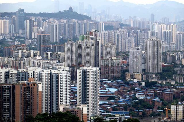 重庆超越广州成中国第四城,GDP11209.83亿元,为何却饱受争议?