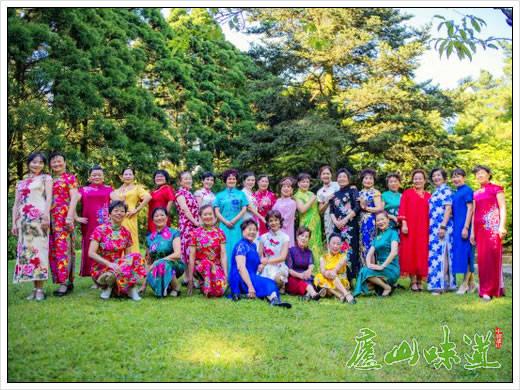 庐山天下:五湖四海的宾客来欣赏夏日庐山旗袍