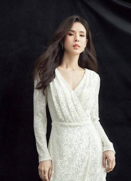 54岁李若彤生日首曝年龄,不结婚是不愿将就,状态依旧能打插图(6)