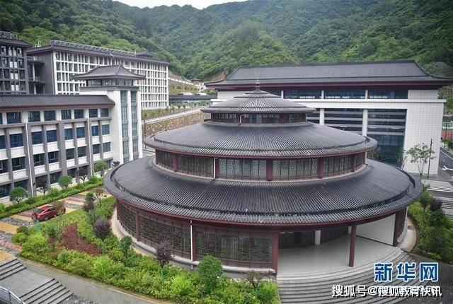 陕西7.1亿豪华中学学生发声:花销涨了,回家不方便