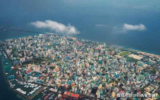 全球最拥挤首都,1.9平方千米挤着24万人,中国工程多到邻国羡慕