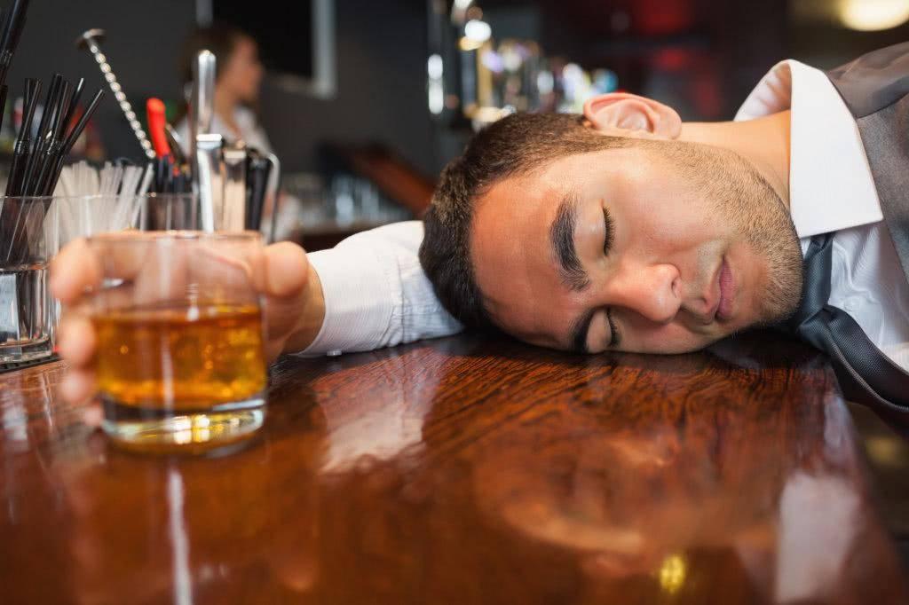 """原创喝解酒药可以""""解酒""""?酒后用这两招快速让酒精从尿液排出"""