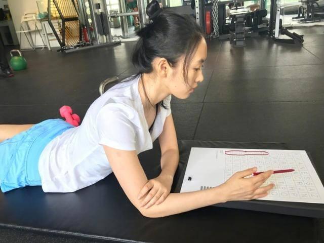 童瑶的腿也太长了!撞衫96年韩国女星却不输,35岁腿又白又紧致